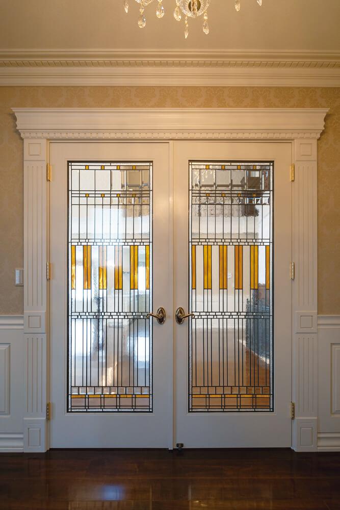 フランク・ロイド・ライトがデザインしたアメリカ製の両開きドア