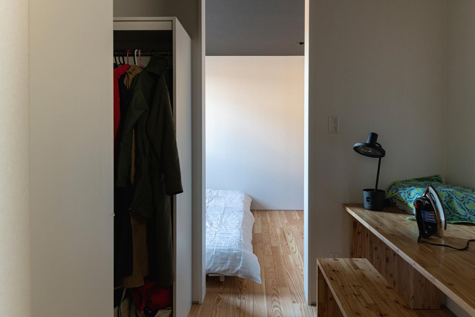 寝室はウォークインクローゼット、ユーテリティに直結する裏動線が設けられている