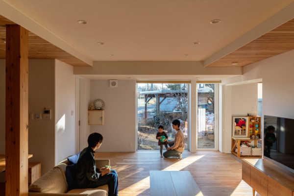 築34年の実家の基礎と構造を生かした木の温もりあふれる住まい