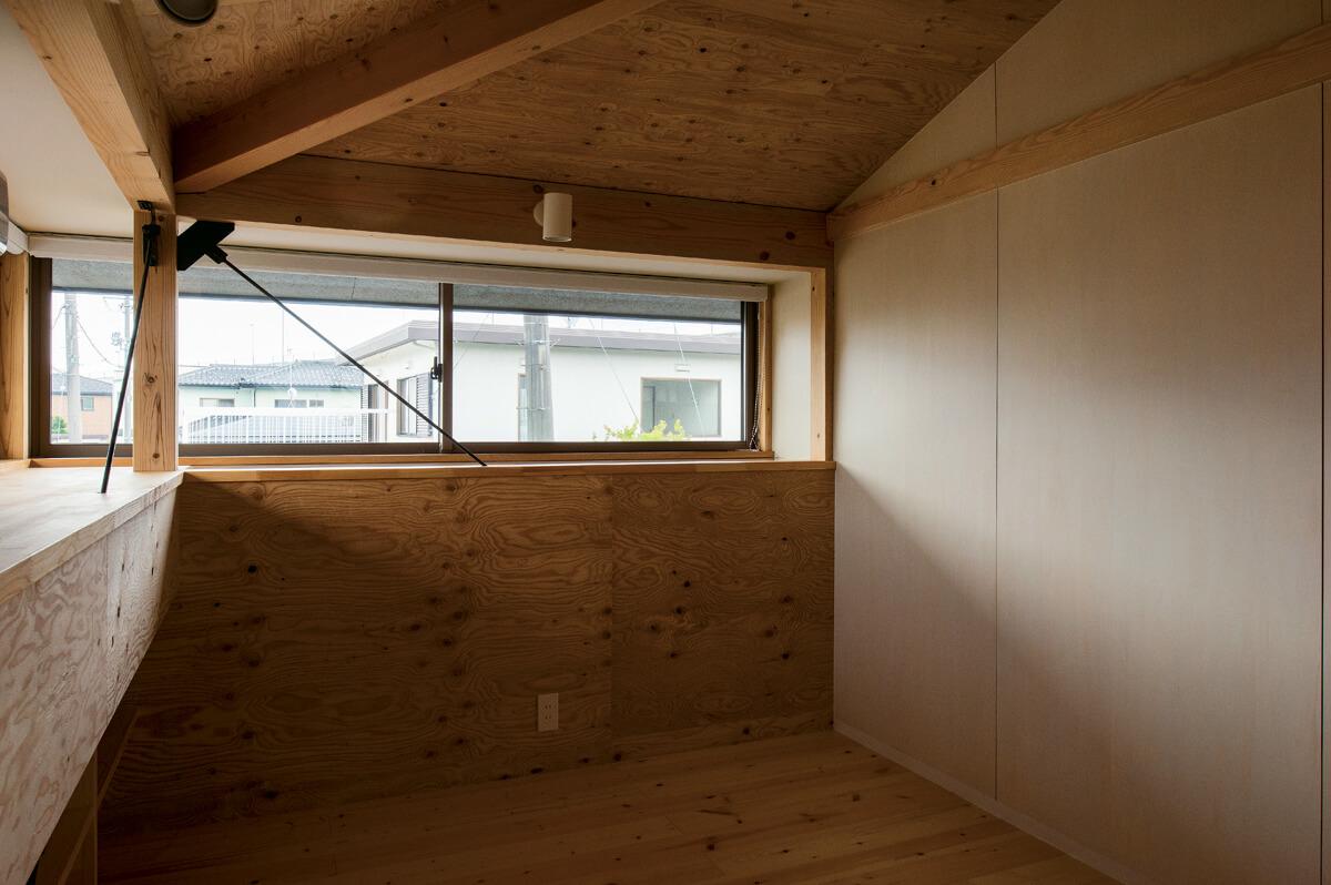 2階には小ぶりながらも子ども室を2部屋用意。将来的に自由な空間としても使える可変的な仕様に
