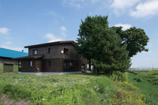 「空間をシェアする」職住一体の二世帯住宅