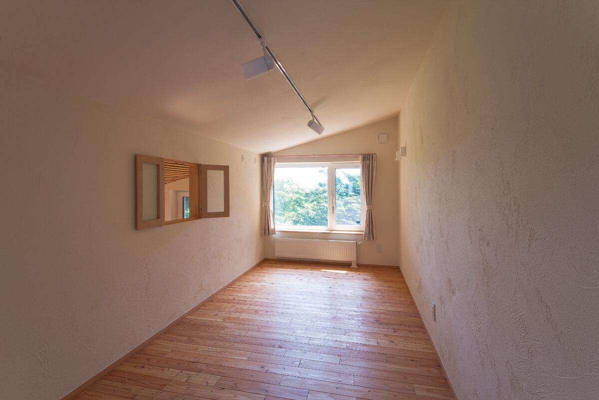 2階のフリールームは客間や子どもたちの遊び場として多目的に使える