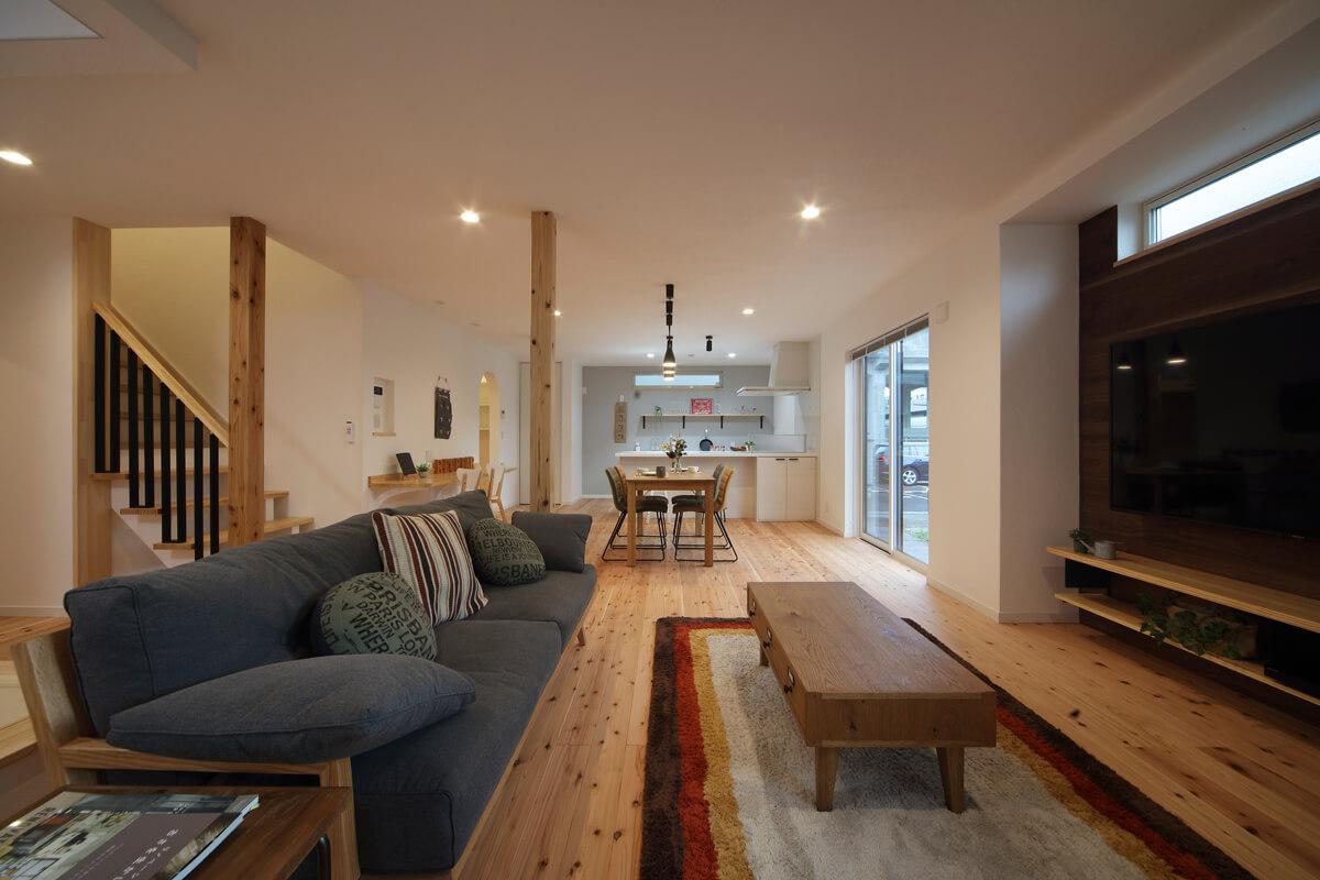 明るく広々としたLDKに。断熱改修で住宅性能を高めたことで、真冬でも快適な室温を保てる