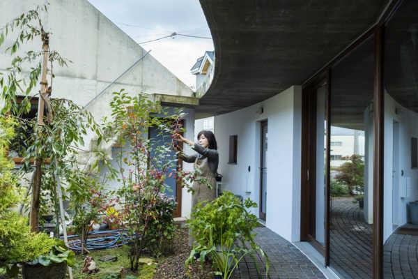 植物に囲まれた平屋の暮らし