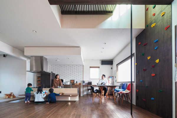 子どもたちがたくましくのびのびと育つ「身体を動かして遊べる家」