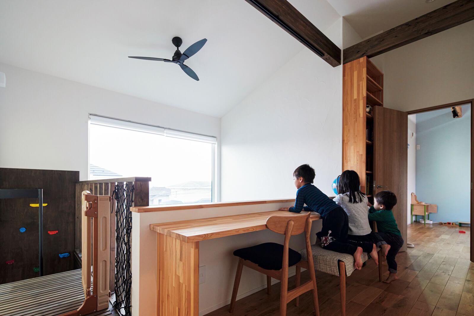 窓から見える景色にも配慮。2階のホールからは窓を通して仙台の街並みを眺めることができる