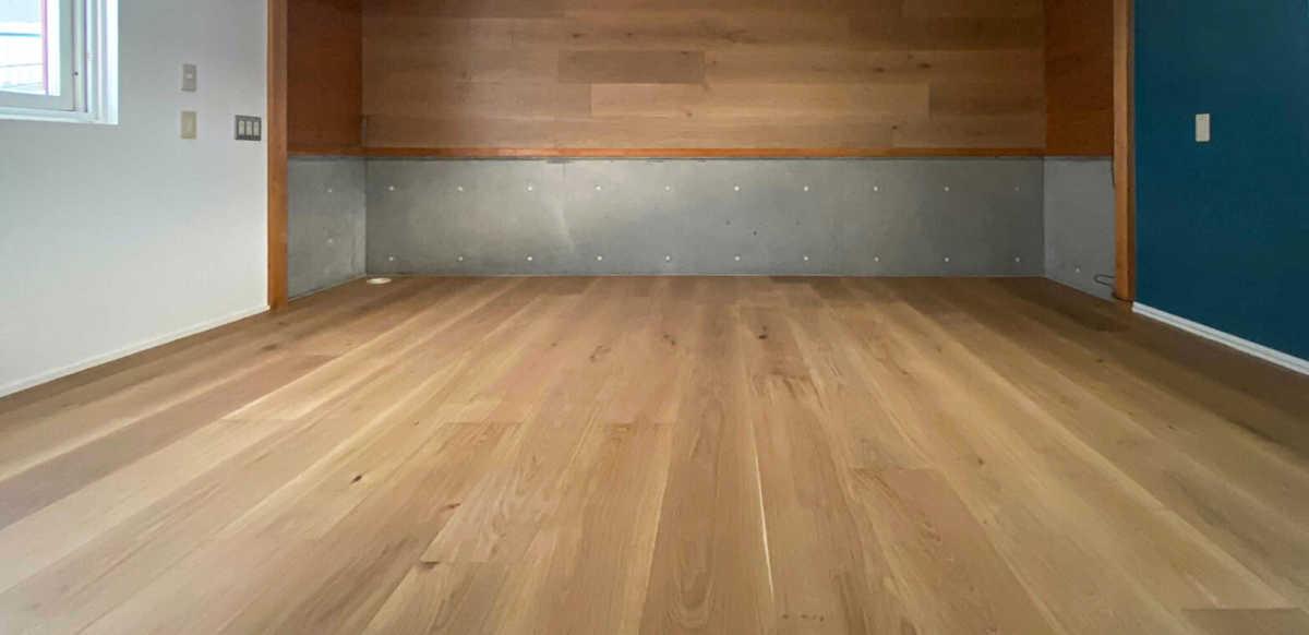 フリースペースの床を張り替える-リプランのオフィスリノベーション
