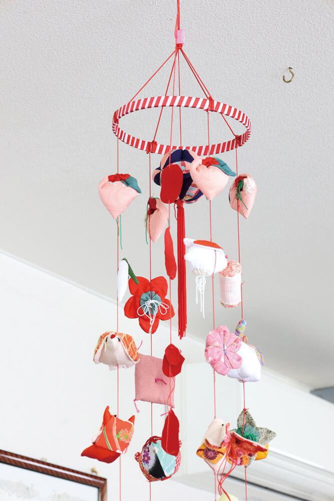 色とりどりの可愛らしい「吊るし雛」。一つひとつの作品に個性が出る