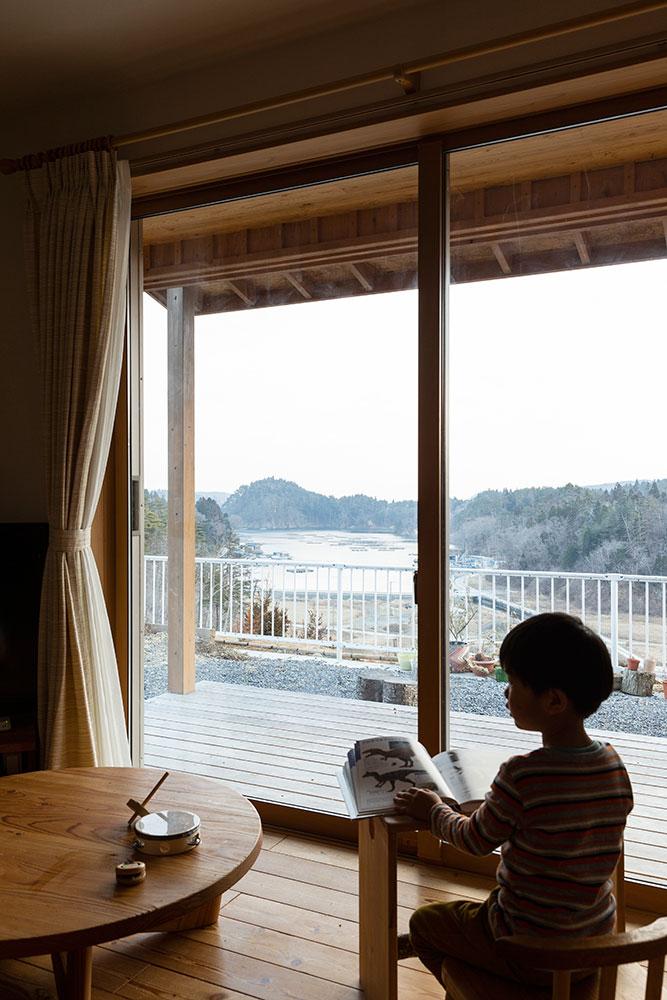 東日本大震災で被災し、津波被害のリスクが低い高台の造成地に新たに建てた住まい。安心感を持って暮らすことができる