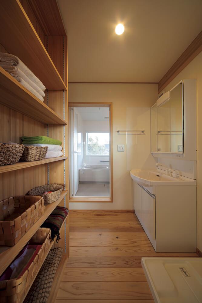 プライベートなスペースである洗面脱衣室と浴室は2階にまとめてレイアウト