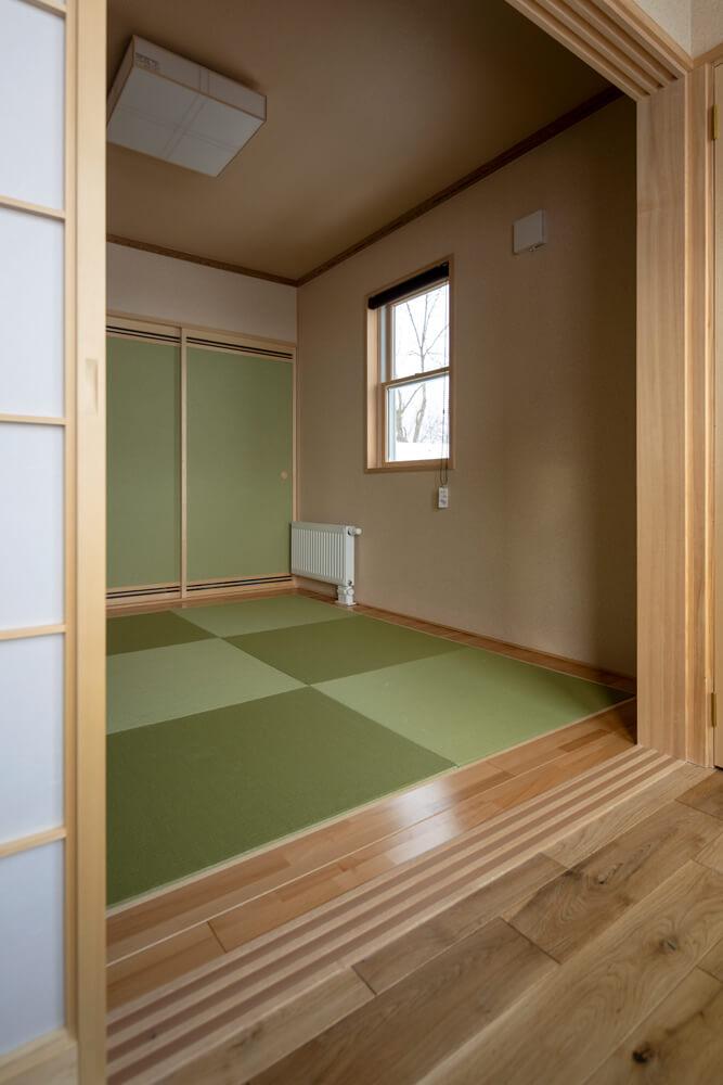 客間や予備室として使う和室は、玄関側と縁側の両方からアクセスができる仕様