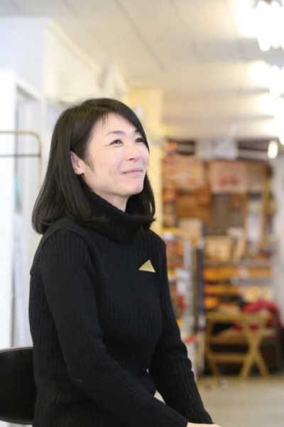 アートの魅力を語る梅田さん