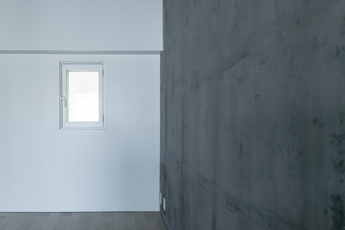 マンション02は、素材の境界線やラインの美しさが際立つ