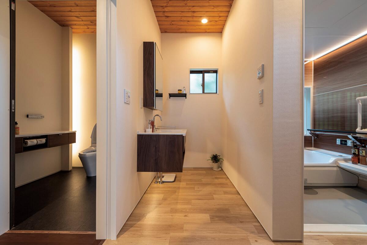 トイレも洗面室も、ゆったりとした広さを確保した