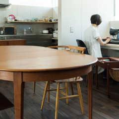 円形やおむすび型も!ダイニングテーブルの形いろいろ
