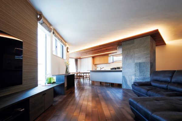 変形敷地を活かし光豊かに。サウナライフを楽しむ家