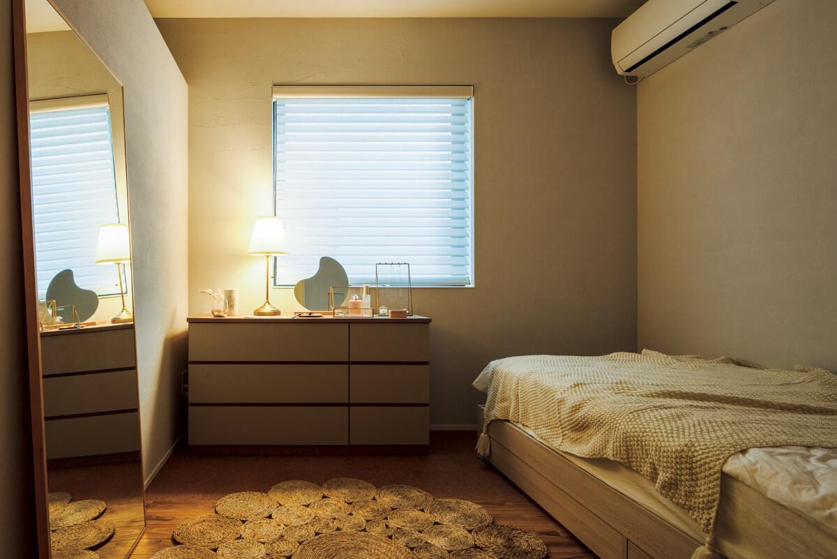 服が好きな娘さんの部屋には、2帖のウォークインクローゼットを用意。好みのインテリアで自室を飾り、写真を撮るのが今の楽しみだとか