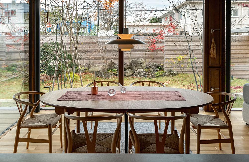 楕円形のテーブルでも、樽型と同じような効果が期待できる