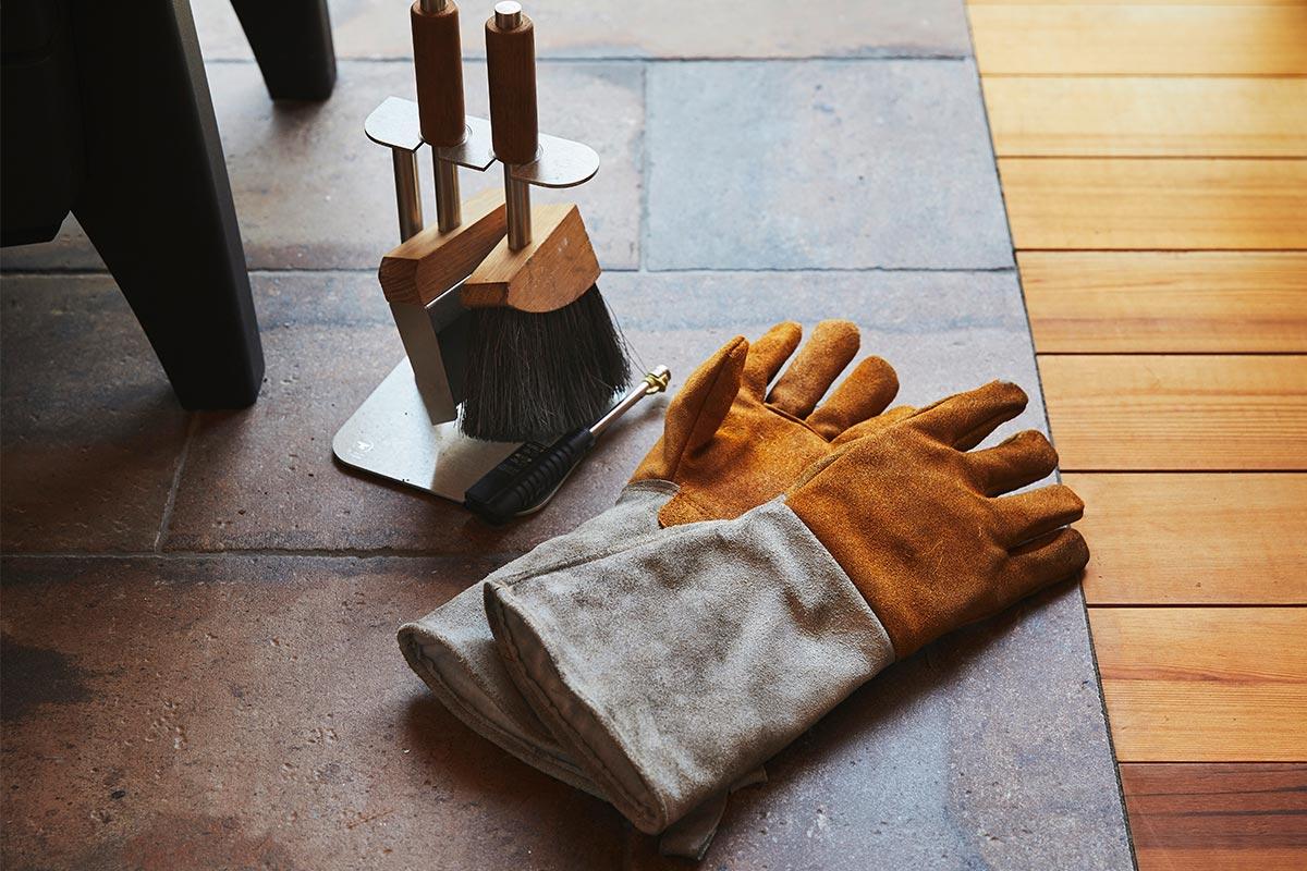 グローブや炉内を掃除するためのツールセットは、dldで購入したもの