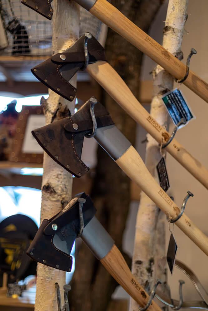 薪ストーブユーザーにはお馴染みのバイソンの斧