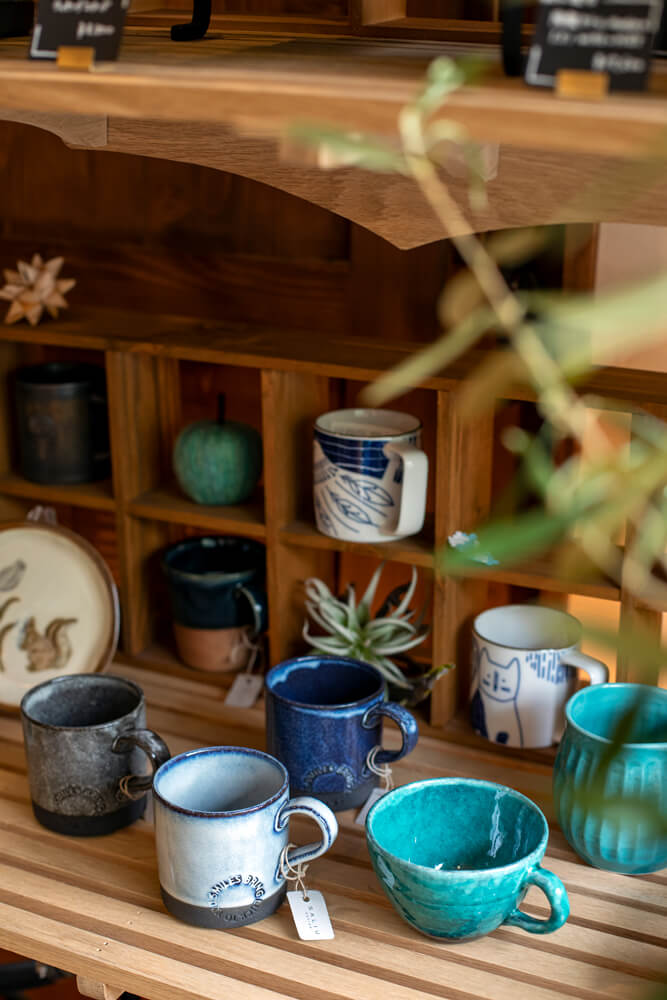 SALIUのマグカップ。薪ストーブで沸かしたお湯で飲む珈琲は格別