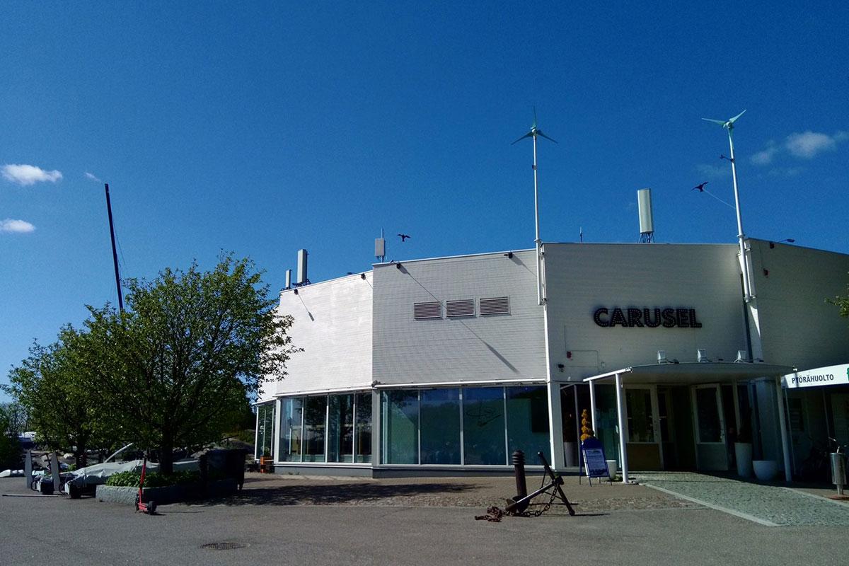 海辺に建つCAFE CARUSEL(カフェ・カルーセル)