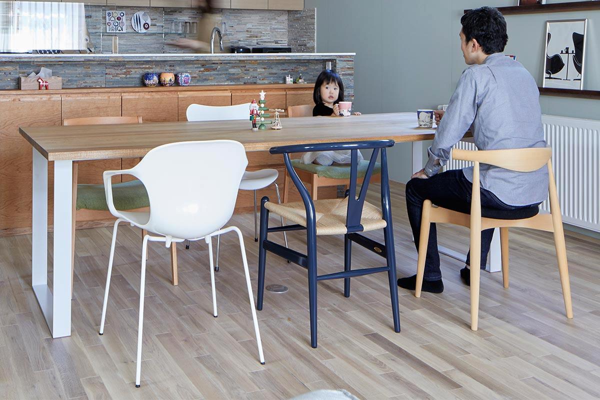 ダイニングチェアはデザインはもちろん、座面の素材もバリエーションが豊富