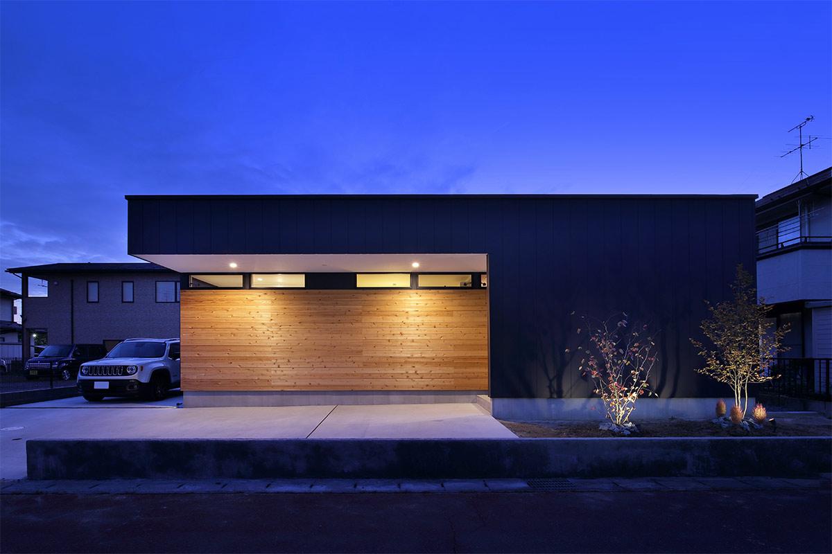 木板貼りを照らす照明