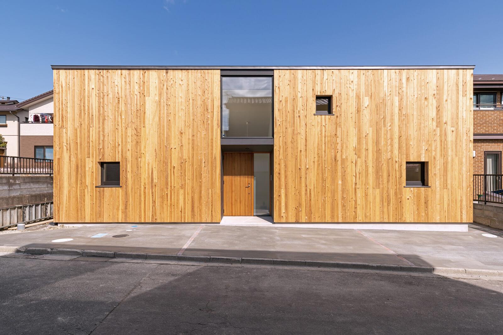 メンテナンスが容易な木板張りは、新陳代謝によって恒久的な風景となる