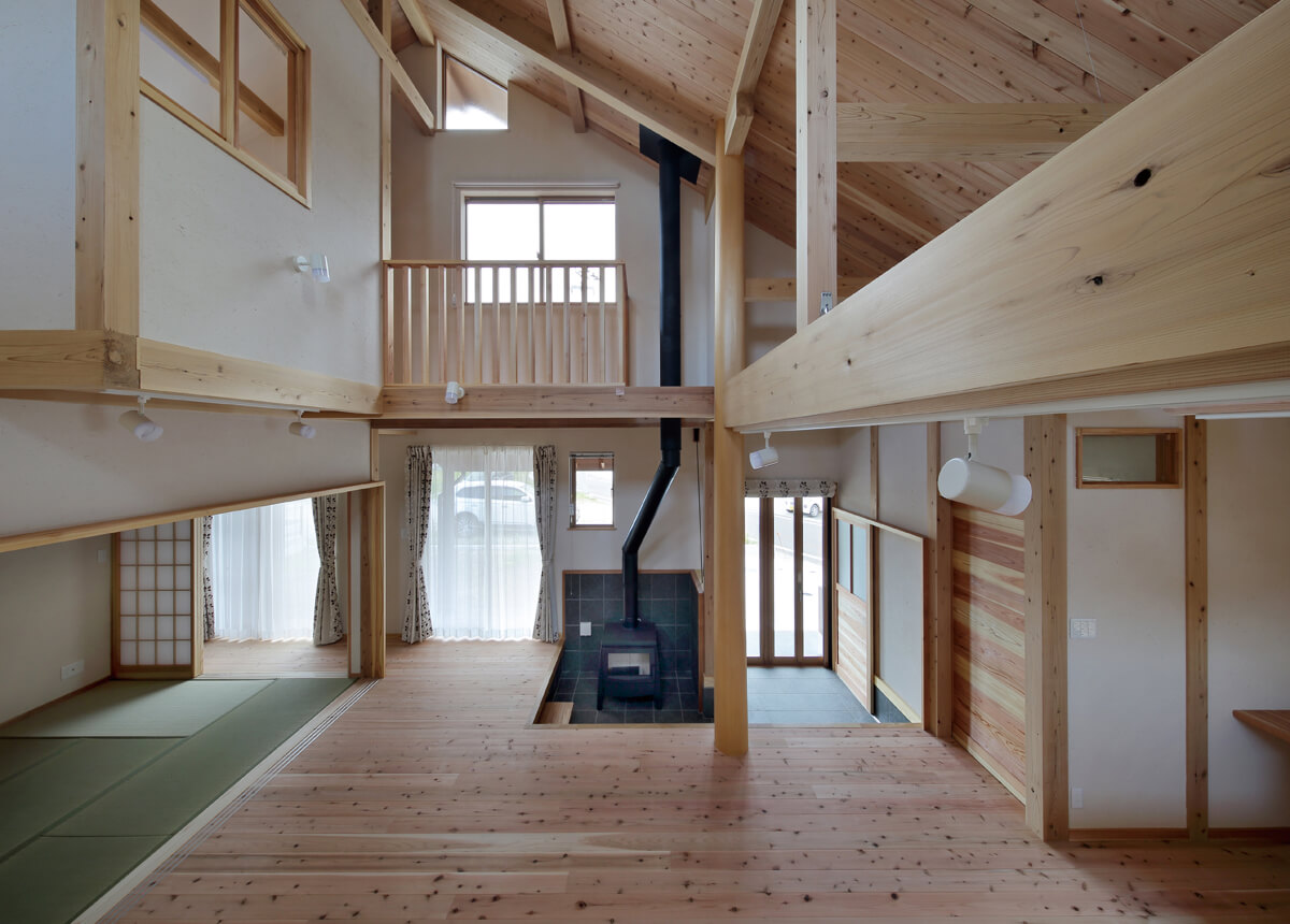 和室の戸を引き込めば、リビングと一体の大空間にすることができる