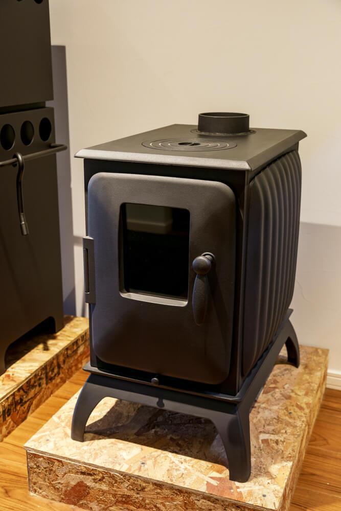 丸みのあるコンパクトなフォルムやハンドルデザインが柔らかな印象を与えるアイアンドッグ「Nº01」。コンパクトながらも必要十分な出力を発揮するハイパワーが魅力