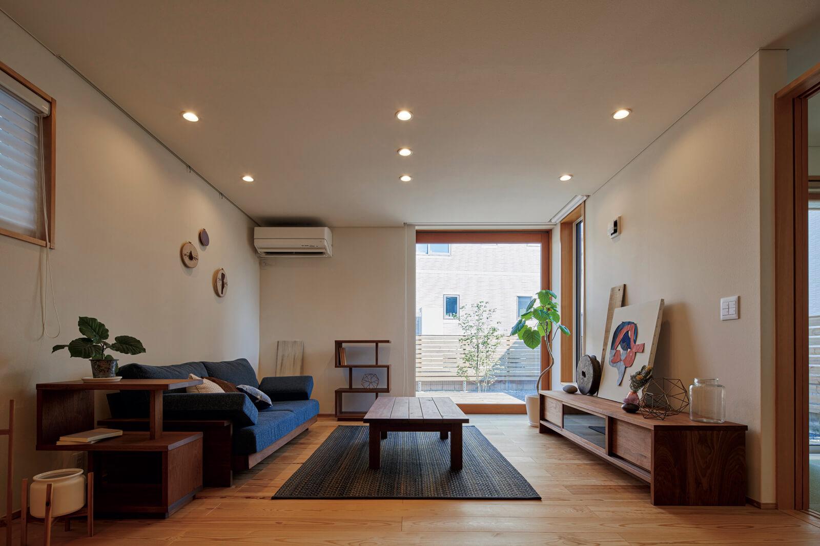 広々としたリビング。窓の大きさや配置、色味の取り入れ方など、計算された美しさを感じる空間