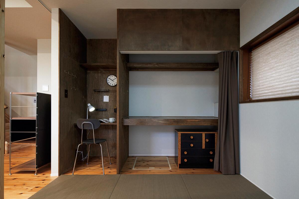 ダイニングキッチンだった場所を、4.5畳の客間と水まわりに変更。客間の一角にはフレキシブルに利用できるワークスペースをレイアウト