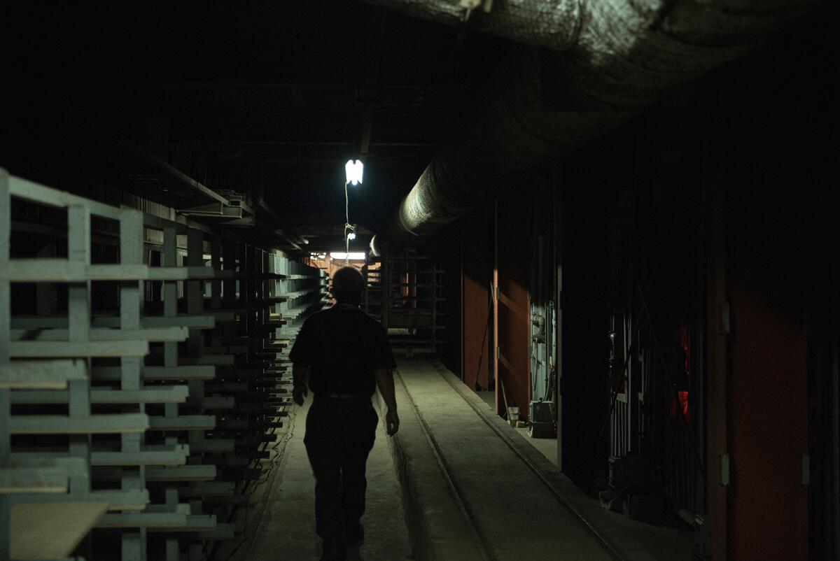 工場内には重たいレンガをスムーズに移動させるためのレールが網の目のように張り巡らされている