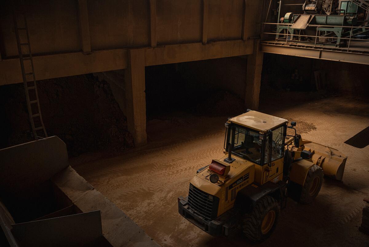 米澤煉瓦の製品は、一部の特別な製品を除き、野幌産の土、山砂だけでつくられる。その原料となる土は、野幌の大地でまだまだ豊富に眠っているという