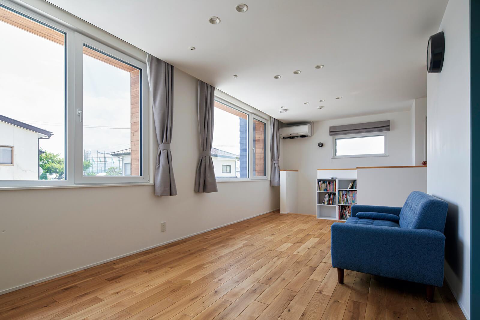 断熱・気密性に優れたドイツ製の高性能な窓が、冬場に室内の熱が外へ逃げるのをしっかりと防いでくれる