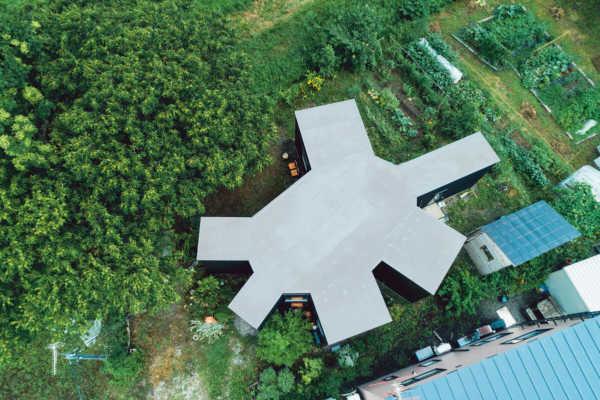 360度の視界を確保した、多角形の平屋住宅