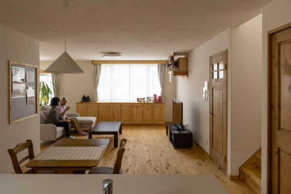 二世帯住宅をリノベーション。住み慣れた場所で始まる自然素材に包まれた暮らし