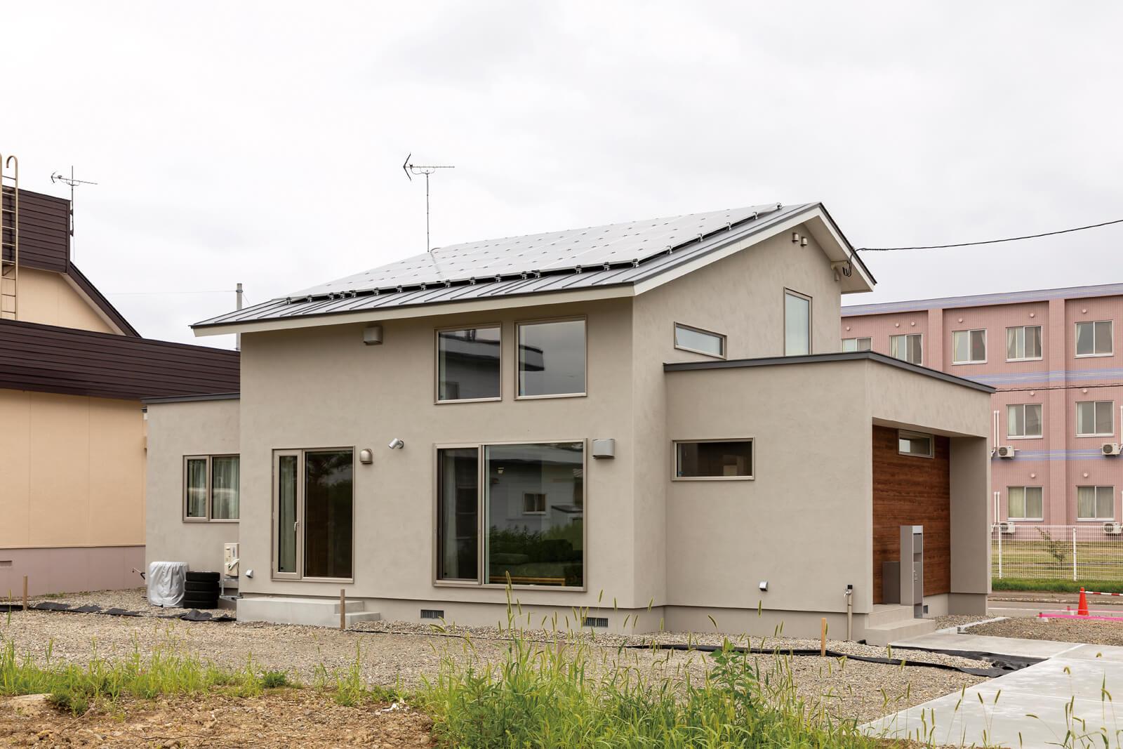 南側の屋根に6.8kwの太陽光パネルを設置したZEH仕様のKさん宅