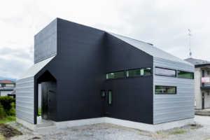 「35帖大のLDKから望む絶景」「ミッドセンチュリーモダンな家」 スタイリッシュな岩手県のデザイン住宅3実例